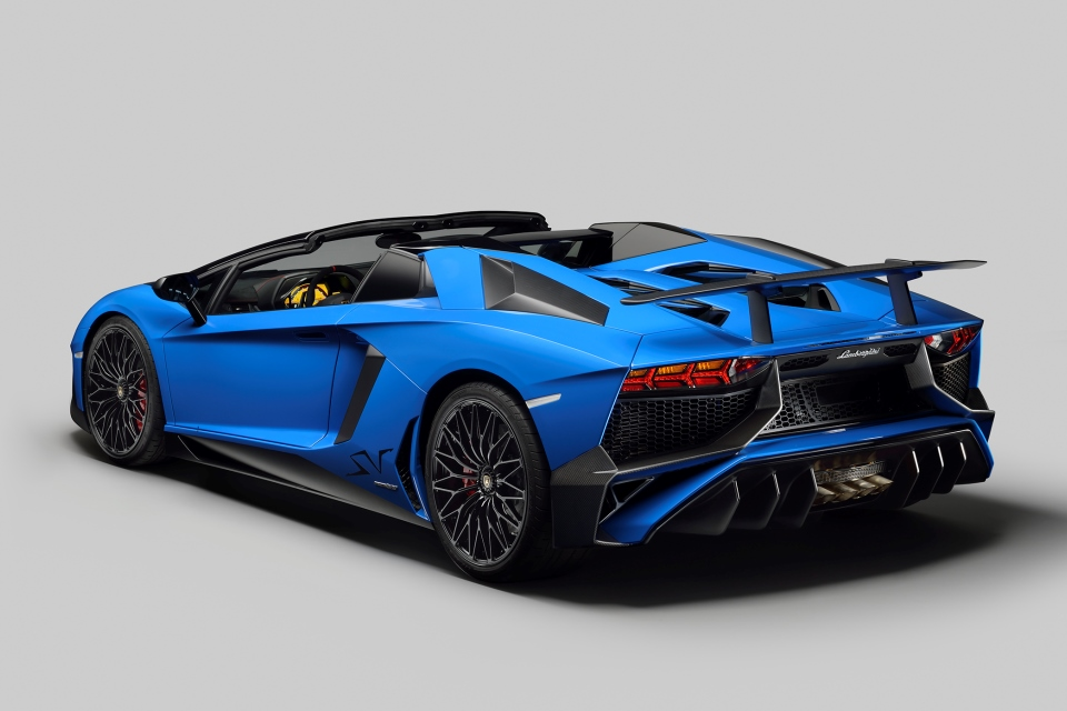 Lamborghini Aventador SV Roadster 3_4rear_open