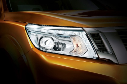 New Nissan NP300 Navara teased ahead of Nov 2015 launch
