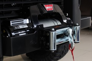 A WARN 9.5cti winch comes with the Land Rover Defender Limited Edition