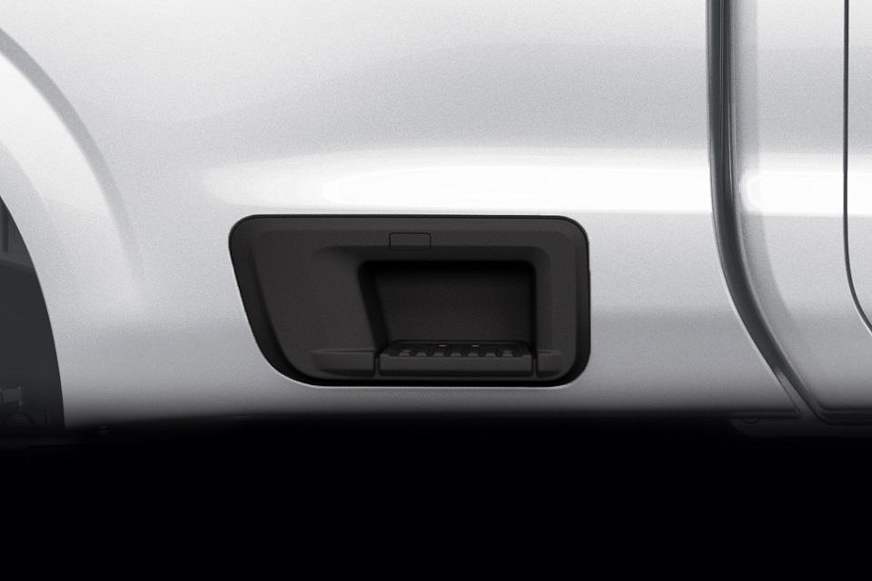 07 All-New NP300 Navara_Single Cab_Easy Bed Step