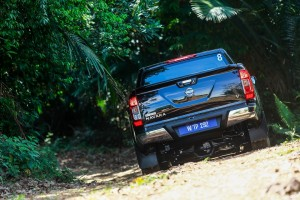 36 Drive_All-New NP300 Navara