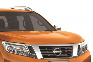 06 All-New NP300 Navara_Double Cab_LED Headlamp with LED Daytime Running Lights and Signature V-Motion Grille