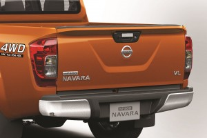 07 All-New NP300 Navara_Double Cab_Rear Spoiler