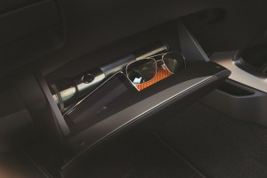 15 All-New NP300 Navara_Double Cab_Compartment