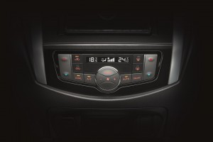 20 All-New NP300 Navara_Double Cab_Dual Zone Automatic Climate Control
