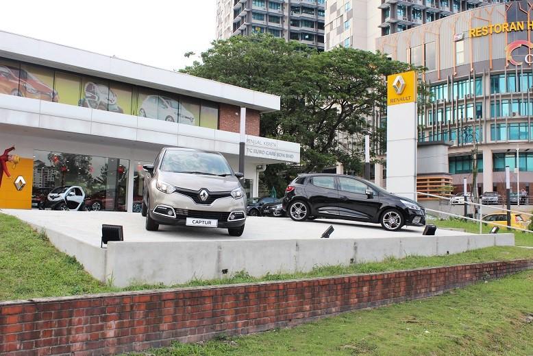 Upgraded Flagship Renault Showroom_Facade