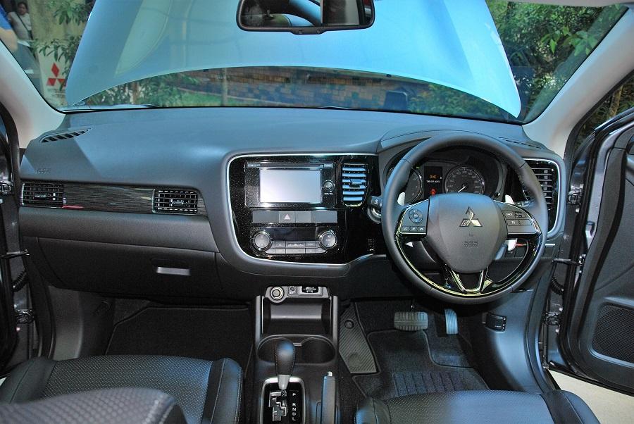 Mitsubishi Outlander Interior - Autoworld.com.my