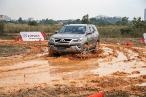 Toyota_Hilux_Fortuner_Drive_Media-405