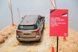 Toyota_Hilux_Fortuner_Drive_Media-338