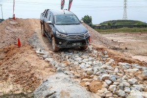 Toyota_Hilux_Fortuner_Drive_Media-366