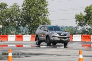 Toyota_Hilux_Fortuner_Drive_Media-121