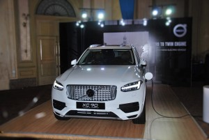 Volvo XC90 Plug-In Hybrid Malaysia Front View