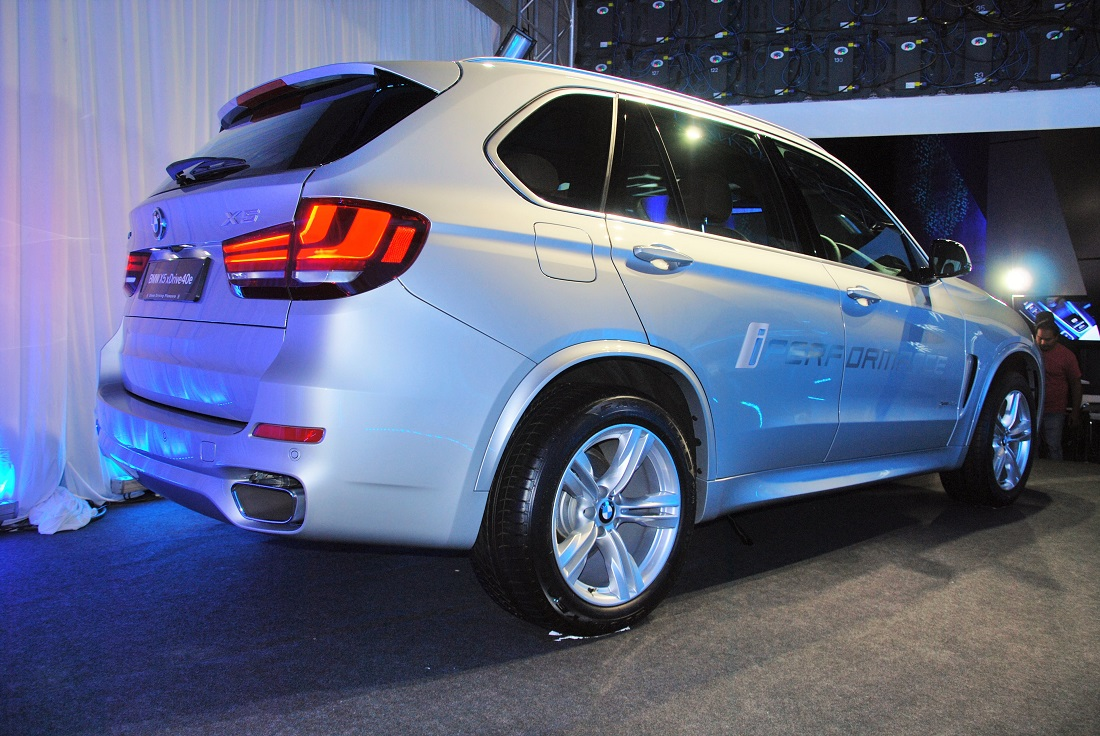 bmw x5 xdrive40e hybrid charges into malaysia autoworld. Black Bedroom Furniture Sets. Home Design Ideas