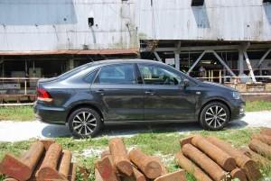 VW Vento Side