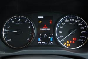 Mitsubishi Outlander Meters