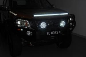 Nissan Navara NP300 Ironman 4x4 LED spotlight & light bar