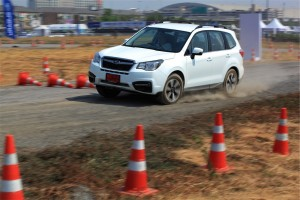 Subaru Forester 2.0i-P Driving 2016