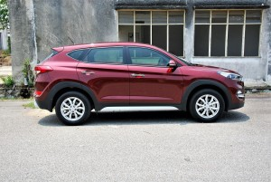 Hyundai Tucson 2.0 Executive Side View, Malaysia 2016