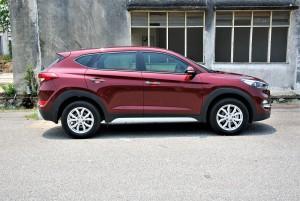 Hyundai Tucson 2.0 Executive Side View, Malaysia 2016