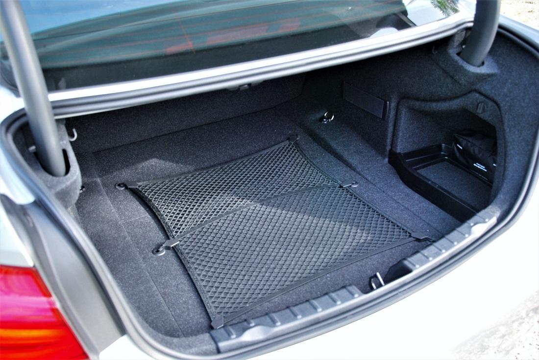 test drive review bmw 330i. Black Bedroom Furniture Sets. Home Design Ideas