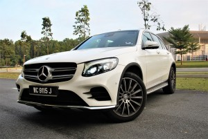 Mercedes-Benz GLC 250 4MATIC Front Three Quarter View Malaysia 2016
