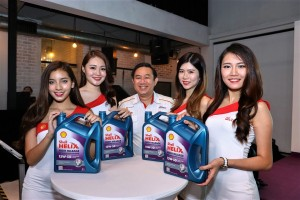 Shell Lubricants GM Leslie Ng with Brand Ambassadors and the Shell Helix High Mileage 15W-50 Engine Oil