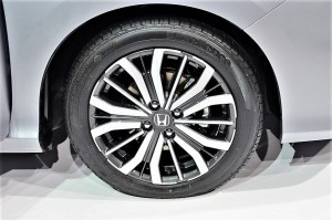 16-inch alloy wheels for the V grade City YSK_2124