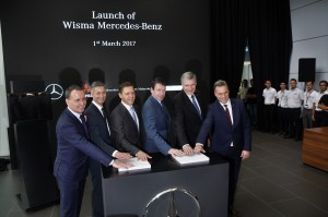 (L-R): Daimler Financial Services Africa & Asia Pacific, Regional Head South-East Asia and Southern China, Mr Thomas Hungerland; Mercedes-Benz Cars, Director After Sales Region Overseas, Mr P.E. Chartier; Mercedes-Benz Malaysia President and CEO, Dr Claus Weidner; Mercedes-Benz Cars, Head of Region Overseas, Dr Till Conrad; Daimler AG, Director Global Training, Mr Joerg Himmelmann; and Daimler Commercial Vehicles South East Asia, Director Regional Centre, Mr Kay-Wolf Ahlden