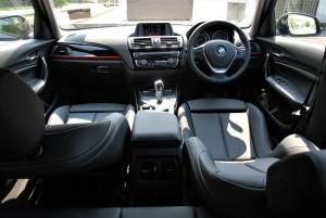 Bảng điều khiển thể thao BMW 118i, Malaysia