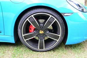20-inch wheels with massive calipers ensure good handling and braking