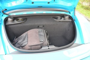 There are rear and front storage areas YSK_1280