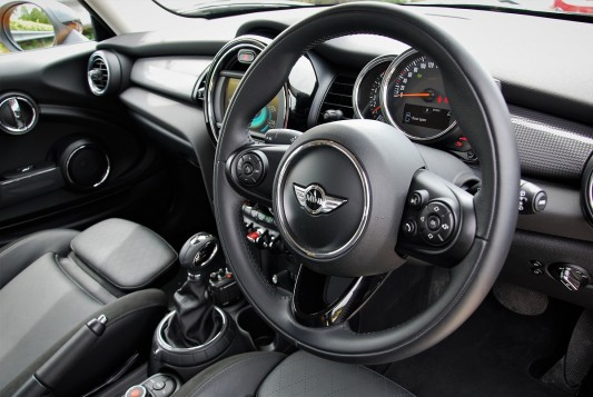 How Should You Hold Your Steering Wheel?