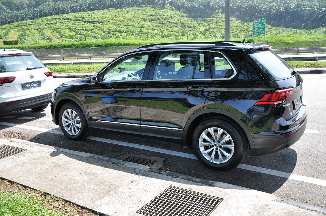 test drive review volkswagen tiguan 1 4 tsi autoworld. Black Bedroom Furniture Sets. Home Design Ideas
