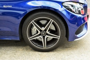 Mercedes AMG C 43, Front wheel and brake YSK_6032