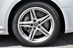 Audi A4 2.0 TFSI Quattro 5-Spoke Aluminum Wheel