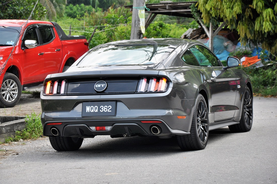 12 ford mustang by pictorial review ford mustang gt autoworld my