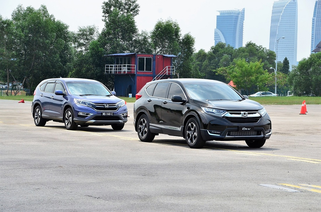 New Honda Cr V With The Cur Model Behind