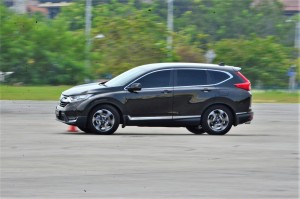 New Honda CR-V going through a slalom test. YSK_7119