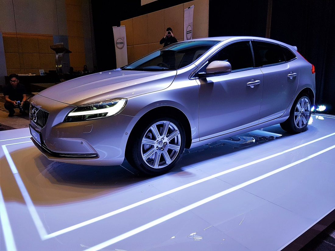 Volvo Hammers The V40 A New Face - Autoworld.com.my