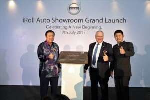 L-R: YB Dato' Ong Ka Chuan, Second Minister for International Trade & Industry, Mr Lennart Stegland, Managing Director of Volvo Car Malaysia & Mr Ang Hok Guan, Managing Director of iRoll Auto Sdn Bhd