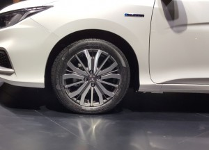 16-inch dual tone alloy wheels, honda City Hybrid, 2017