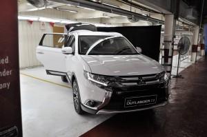 Mitsubishi Outlander 2.0L 4WD Solar White, Malaysia 2017