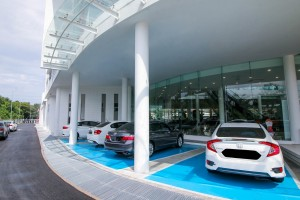 03 Botanic Auto Mall Honda 3S Centre has spacious and covered car park bays for customers - Malaysia 2017