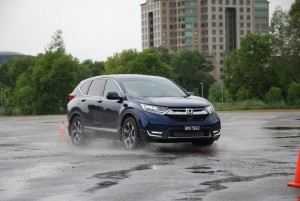 Honda CR-V  Handles well in all conditions