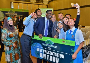 Wefie with Deputy Minister SMK Pinggan Pinggan, Pitas Sabah - Toyota Eco Youth 2017 Malaysia