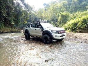 Ford Ranger Owners Club Borneo Region 2017 Ulu Engkuah Sarawak, Crossing River