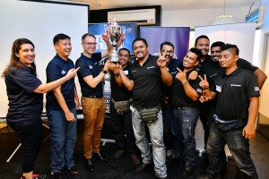 Team Pendekar Penyu with Scania Malaysia Service Director Thor Brenden (3rd from left)