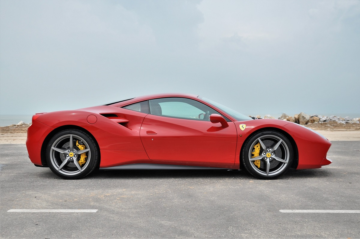 test drive review ferrari 488 gtb. Black Bedroom Furniture Sets. Home Design Ideas