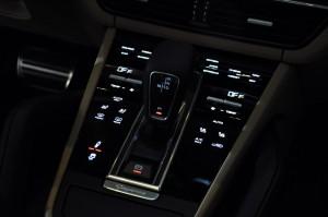 Porsche Cayenne Centre Console, Malaysia Preview 2018