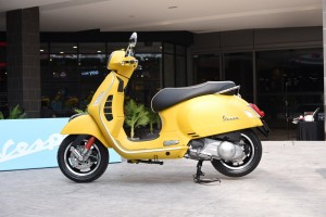 Vespa GTS Super 300 Giallo Gelosia Yellow Scooter, Malaysia